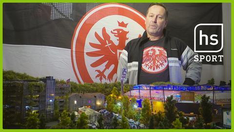 Eintracht-Fan Norbert Zang vor seinem Miniaturstadion