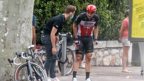 John Degenkolb nach seinem Sturz bei der ersten Etappe der Tour de France 2020.