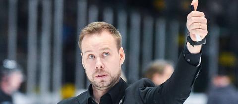 Matti Tiilikainen jubelt mit den Löwen Frankfurt über den nächsten Erfolg.