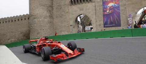 Sebastian Vettel in seinem Ferrari in Baku 2018