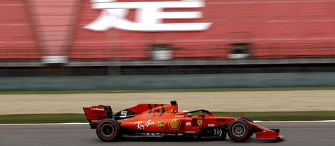 Sebastian Vettel in seinem Ferrari beim Qualifying in China
