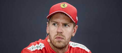 Sebastian Vettel schaut grimmig.