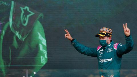 Sebastian Vettel jubelt nach dem Großen Preis in Baku