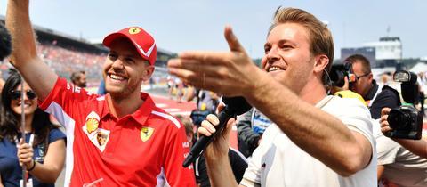 Nico Rosberg interviewt Sebastian Vettel nach einem Rennen