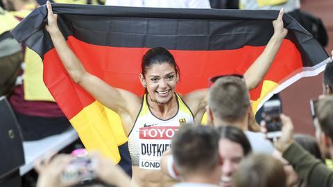Pamela Dutkiewicz jubelt nach ihrem Medaillengewinn.