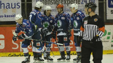Die Kassel Huskies jubeln über einen irren Sieg.