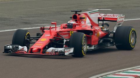 """Vettels neue """"Rote Göttin"""" auf der Ferrari-Teststrecke in Maranello."""