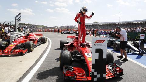 Sebastian Vettel triumphiert beim Großen Preis von Großbritannien.