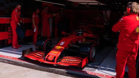 Ein Ferrari in der Box