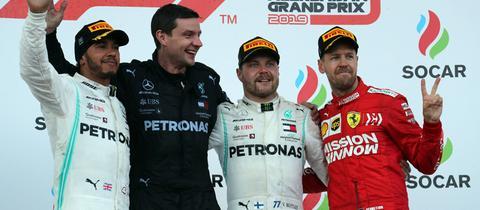 Formel 1: Sebastian Vettel auf dem Podest in Baku.