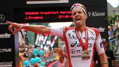 Jan Frodeno beim Ironman-Zieleinlauf in Frankfurt