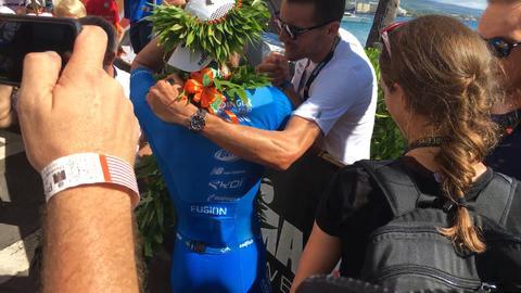 Weltmeister unter sich - Jan Frodeno gratuliert Patrick Lange