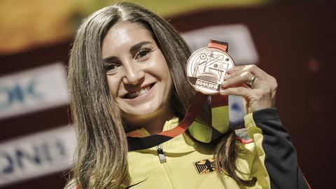 Gesa Felicitas Krause mit ihrer Bronzemedaille