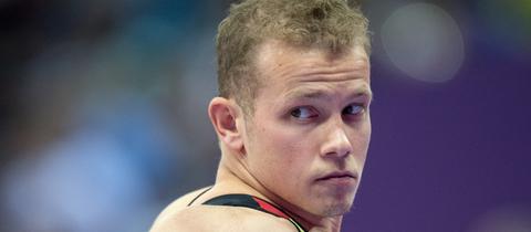 Fabian Hambüchen schaut grimmig.