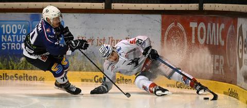 Stephan Tramm von den Kassel Huskies setzt sich gegen Heilbronn durch
