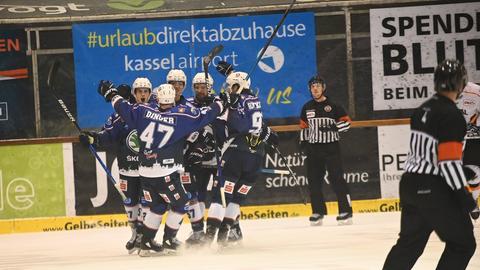 Was für ein Abend: Die Kassel Huskies jubeln über einen Kantersieg gegen die Löwen Frankfurt.