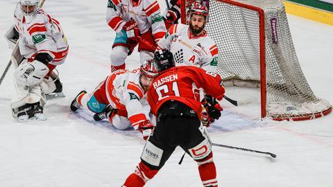 Szene aus einem Eishockey-Spiel des EC Bad Nauheim