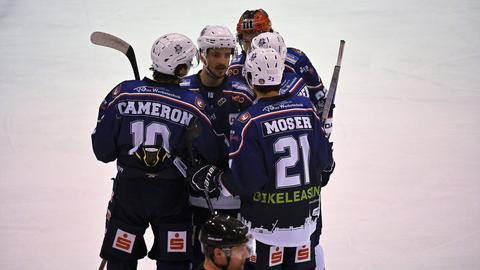 Die Spieler der Kassel Huskies jubeln