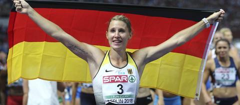 Carolin Schäfer bejubelt ihre Bronzemedaille