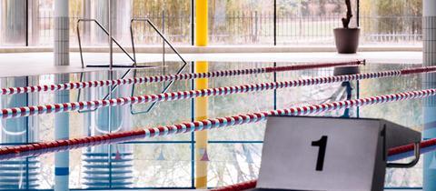 Sujetbild: Ein leeres Schwimmbad