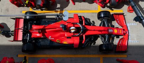 Vettel mit seinem Ferrari an der Box