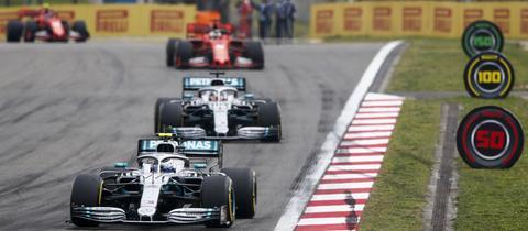 Sebastian Vettel jagt im Ferrari die beiden Silberpfeile in China