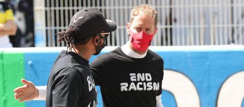 Sebastian Vettel unterhält sich mit Lewis Hamilton