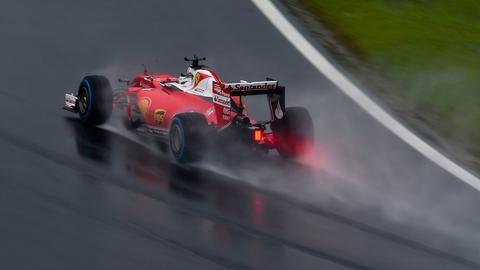Sebastian Vettels Ferrari im Regen