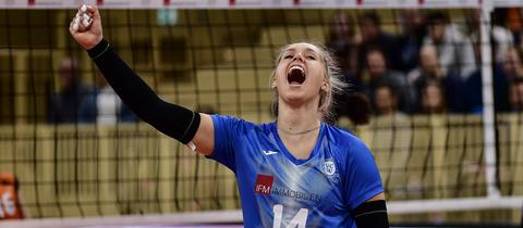 Lena Vedder vom VC Wiesbaden jubelt