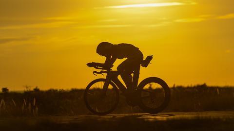Daniele Ryf trainiert auf dem Fahrrad für den Ironman auf Hawaii