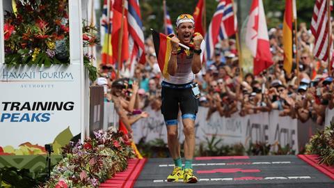 Ironman Patrick Lange beim Zieleinlauf auf Hawaii.