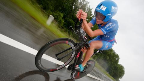 Laura Philipp beim Radfahren