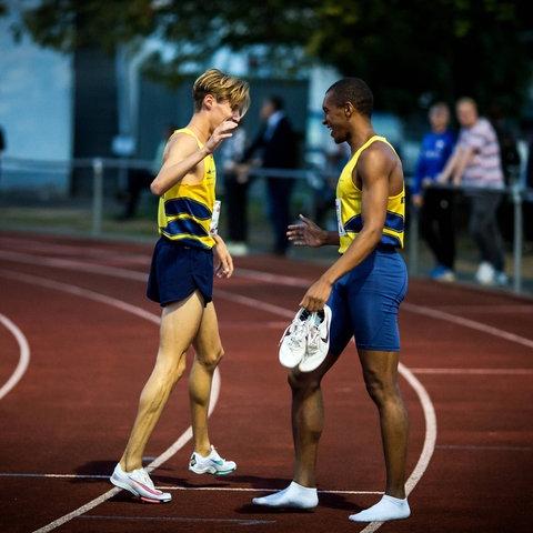 Marc Tortell und Jaakima Rösler vom Athletics Team Karben auf der Laufstrecke