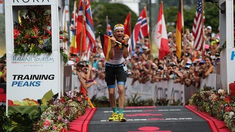 Patrick Lange auf Hawaii im Ziel