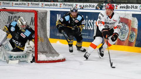 Eduard Lewandowski (Nr. 22) unterlag mit den Löwen in einem spektakulären Duell.
