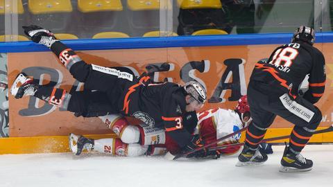 Beim Duell der Löwen Frankfurt gegen Landshut ging es drunter und drüber.
