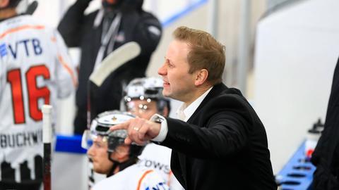 Löwen Headcoach Olli Salo muss die nächste Niederlage einstecken.