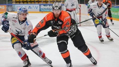 Alexej Dmitriev von den Löwen Frankfurt im Spiel gegen Heilbronn