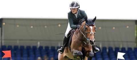 Nicola Pohl auf ihrem Pferd Walona