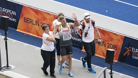 Julian Reus nach seinem Sturz in Berlin