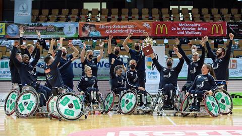 Der RSV Lahn Dill feiert seinen Sieg im Champions Cup.