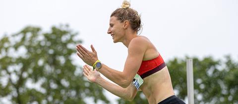 Carolin Schäfer freut sich über den Gewinn der deutschen Meisterschaft.