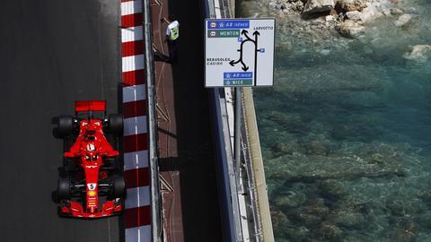 Dort, wo sonst die Luxuskarossen entlang tuckern, rasen an diesem Wochenende die Formel-1-Boliden über die Straße.