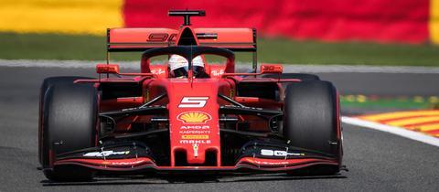 Der Ferrari von Sebastian Vettel funktioniert auf der Hochgeschwindigkeitsstrecke in den Ardennen hervorragend.