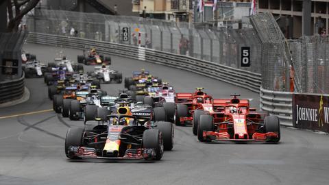 Autos starten beim Monaco Grand Prix