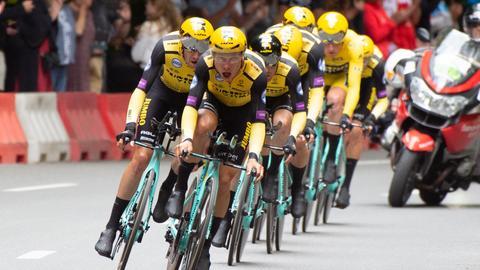 Tony Martin (vorne) und das Jumbo-Visma-Team bei der Tour de France