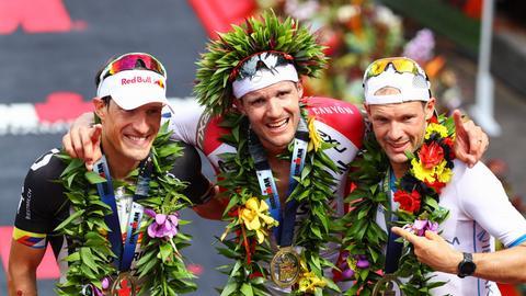 """Deutsches Podium im Jahr 2016: Hawaii-Sieger Frodeno, der Zweitplatzierte Kienle und """"Jäger"""" Lange (rechts)."""