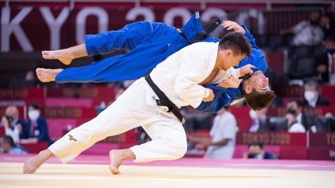 Eduard Trippel (in blau) im Viertelfinale gegen den Japaner Shoichiro Mukai