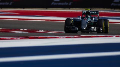 Nico Rosberg startet in Austin, Texas hinter seinem großen Rivalen Lewis Hamilton ins Rennen.