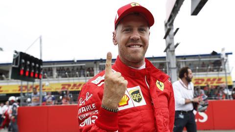 """Der """"Vettel-Finger"""" zeigt's an: Sebastian Vettel war beim Qualifying in Hockenheim nicht zu schlagen."""